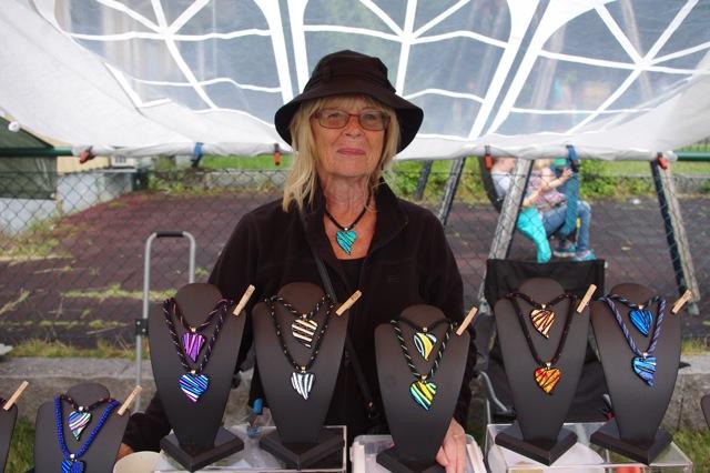 Anita Spångberg från Vällingby sålde vackra hängsmycken.