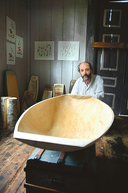 """Det stora tråget från Sandebo – det största Per Helldorff har tillverkat under de nära 40 år han hållit på med hantverket. """"Att hugga tråg är något alldeles speciellt"""", säger han."""