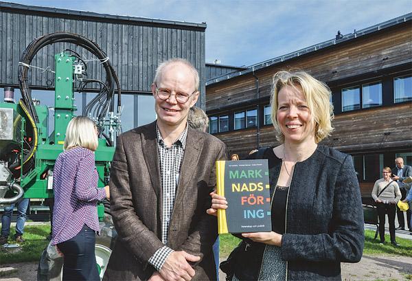 En ny bok, Marknadsföring: Vetenskap och praktik, förhandsvisades under mötet. Två av författarna till boken, Per Frankelius och Charlotte Norrman, från Linköpings universitet var på plats och berättade lite om den.