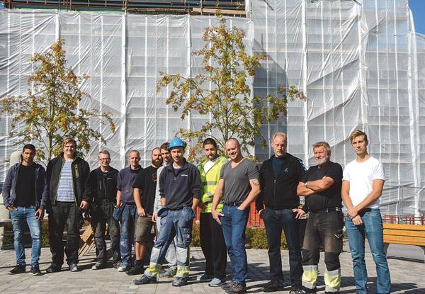 Bygglaget innan det är dags för det traditionella taklagsfikat.