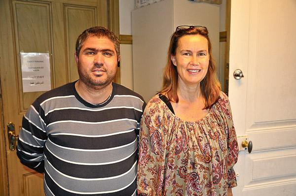 Al Youssef Yahia tillsammans med Maria Lindgren, flyktingoch integrationssamordnare i Kinda kommun.