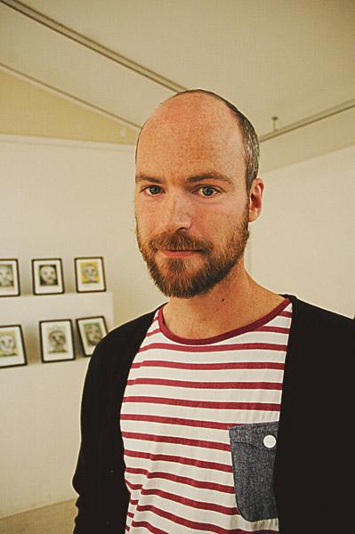 Samuel Larsson är journalist på Ekot och tidigare Sveriges radios Afrikakorrespondent. På FN-dagen bersökte han Kisa och berättade om människor på flykt.