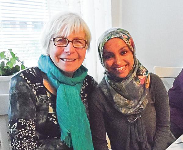 Iman kom som ensamkommande flyktingbarn till Sverige och började lära sig svenska direkt. Inger Fredman är kontaktperson och vän till Iman.