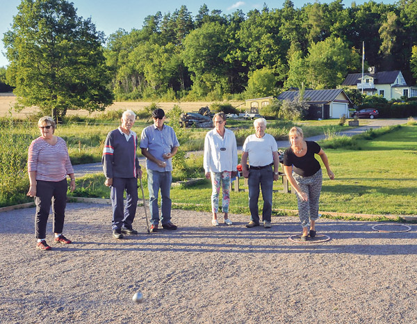 Från vänster Karin Weidensten, Carl-Fredrik Tersmeden, Peter Weidensten, Gunilla Tersmeden, Åke Karlsson, Kastar gör Tina Olsson som driver Mem tillsammans med Janne Nielsen.
