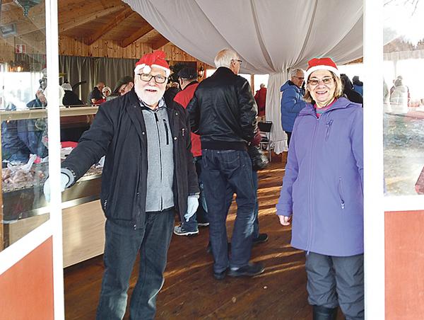 Jan-Anders och Birgitta välkomnade besökarna till Ydre hembygdsgård