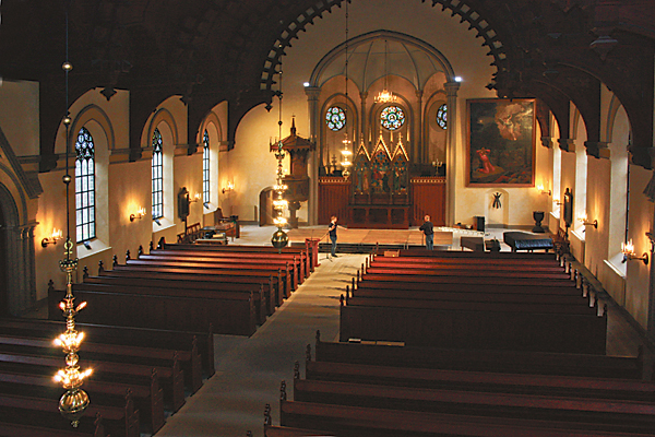Åtvidabergs stora kyrka står efter år av diskussioner färdigrenoverad. Nyinvigning kommer att ske den 6 januari.