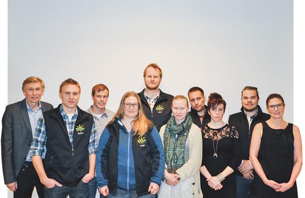 Från vänster läraren Karl-Gustav Hellström, Gustav Dahlén, Johan Kjellqvist, Bodil Vallberg, Mats Larsson, Ida Svensson, Erik Vrethem, Emelie Forsberg, Jakob Andersson och Karin Persson.