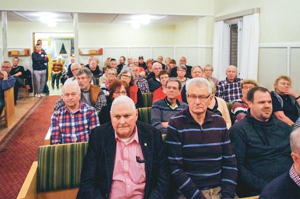 Ett 100-tal besökare kom till stormötet i Betania.