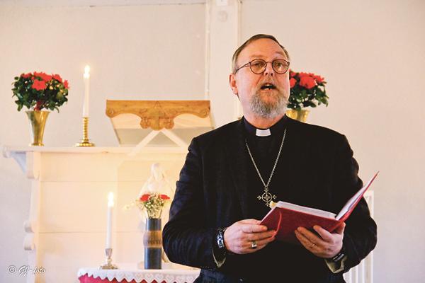 Tappar vi bort oss i julförberedelser och julklappsinköp medan vi letar efter den verkliga julgåvan? Den frågan ställde komminister Stefan Alström i Folkströms kyrka.