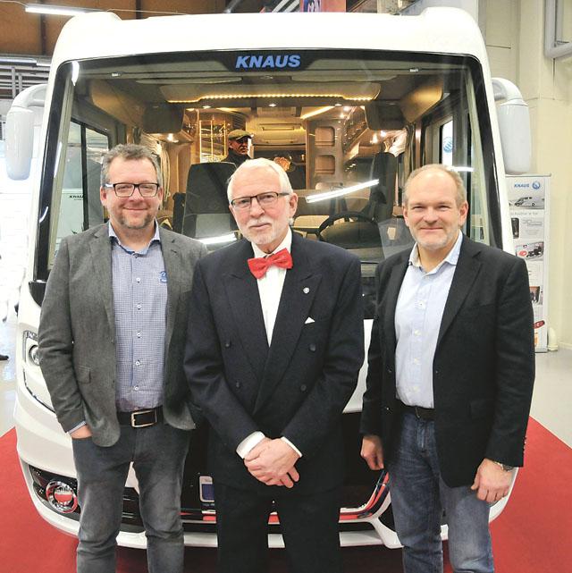 Dag Gustavsson, Dags husvagnscenters grundare, flankerad av sönerna Richard och Johan.