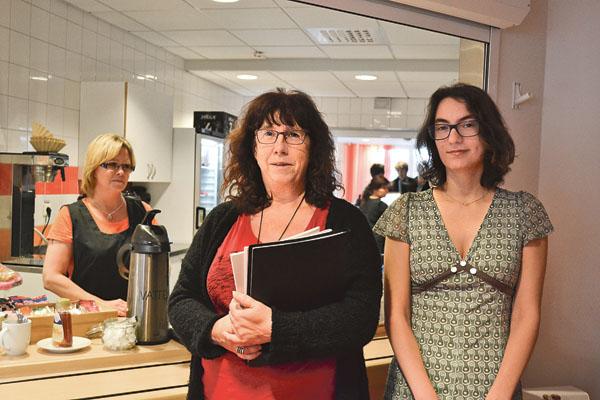 Marie Sääf och Elin Pikár anser att inledningen till ett gott samtal börjar i fikakön.