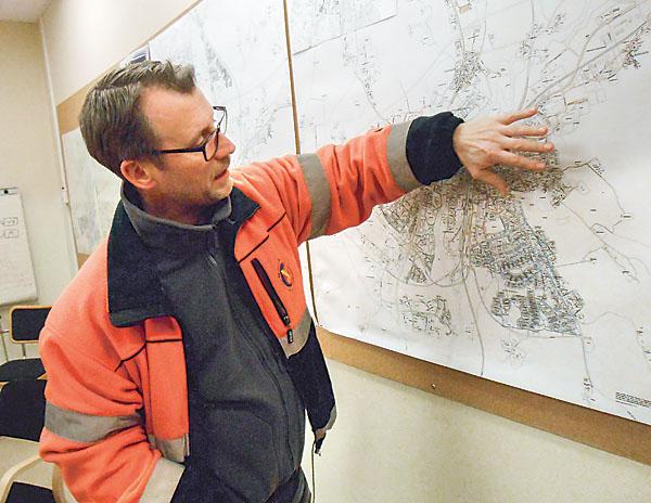 Kartor av olika slag är nödvändiga för att Stefan Wass och hans medarbetare ska kunna göra sitt viktiga arbete på ett bra sätt.