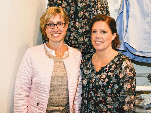 Jennie Andersson och Karin Samuelsson i kläder från den egna butiken.