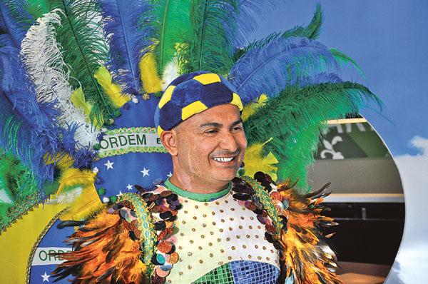 """Manoel """"Junior"""" Marques Lerin höll en mycket uppskattad dansuppvisning som nästan fick Brasilientema taket att lyfta."""