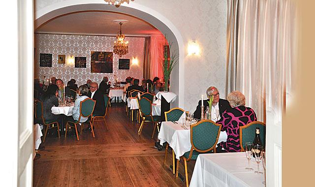 Efter konserten serverades trerätters i stadshotellets matsal.
