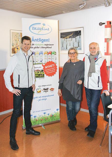 Några av nyckelpersonerna i företaget Blåklint som nu finns i Motala. Från vänster vd Henrik Samuelsson, Annica Fredriksson och företagets frontfigur och idéspruta Lars- Gunnar Samuelsson.