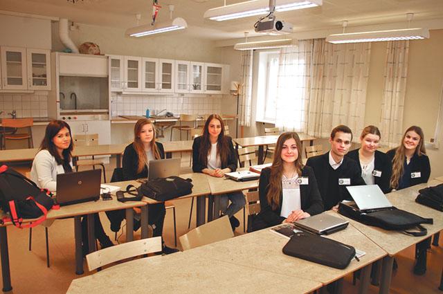 Sju av nio elever i klass NA 13 på Nyströmska skolan i Söderköping studerar Miljö-och energikunskap som tillval sista läsåret