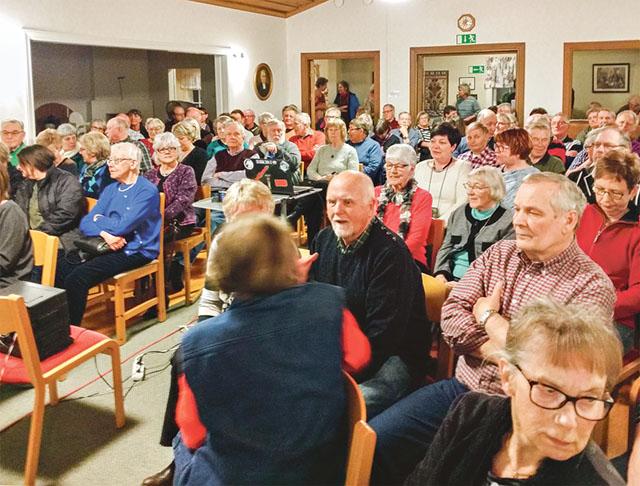 100 intresserade fyllde församlingshemmet i Asby när det vankades film och berättelser om luffaroriginalet Hönsa-Lotta.