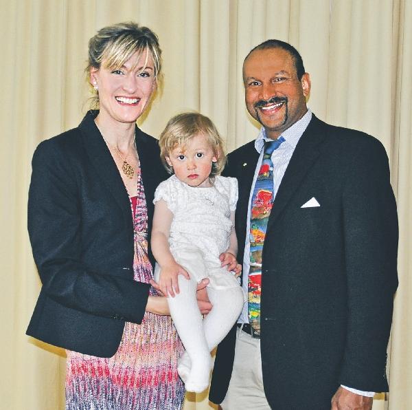 Grattis på 40-årsdagarna! 40-årsfirarna Susanne Gällerdal och Peter Borring med dottern Ingrid.