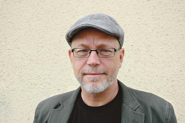 Thomas C Ericsson som till vardags är bibliotekschef i Kinda