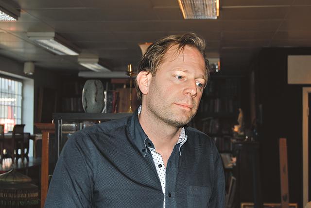 Antikhandlaren i Skänninge, Fredrik Andersson, har alltid varit intresserad av antika föremål.