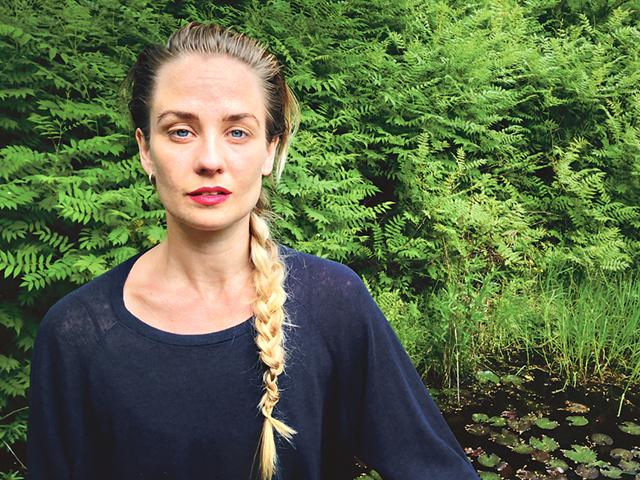 Den 30 juni har konstnären Elin Magnusson vernissage i Engelska magasinet i Rejmyre