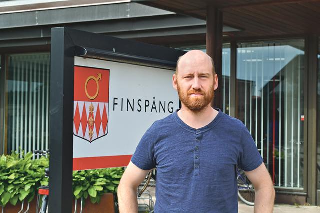 Herman Vinterhjärta (MP) är bekymrad över Östgötatrafikens nedläggning i Finspång.