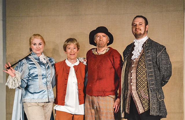 En ensemble som trivs ihop. Jenny Antoni, Yvonne Lunde qvist, Claës Antoni och Joel Berg