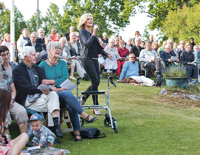 Kinda-Ydre sparbank firade 150-årsjubileum med en välbesökt allsångskväll på Ydregården i Österbymo.