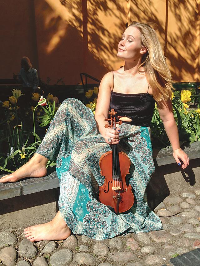 Årets kulturpris tagare i Ydre: Violinisten Torun Gärskog.