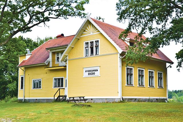 Ekebo är Regnas gamla skola som idag funderar som bygdegård.