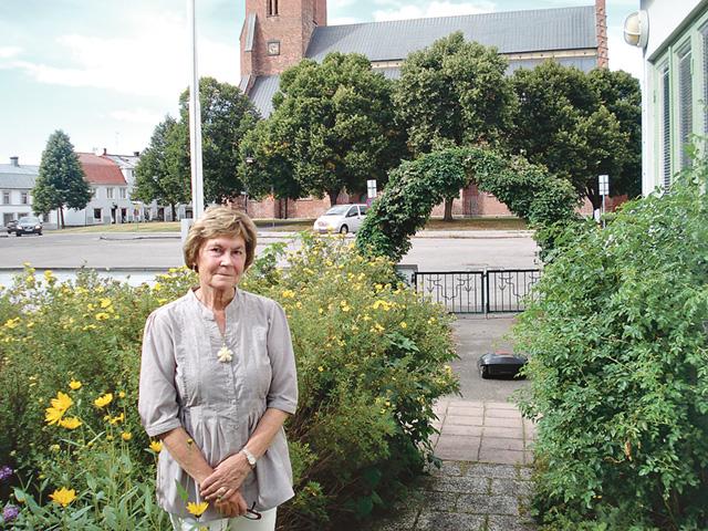 det stora vackra funkishuset i Skänninge har Ulla tillsammans med sin man Per-Olof skapat ett harmoniskt och trivsamt hem