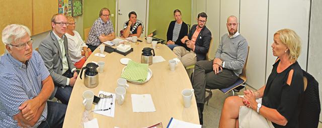 Politiker från (M) och (KD) besökte vårdcentralen i Valdemarsvik för att informera sig om verksamheten.