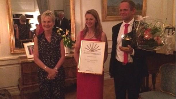 Landshövding Elisabeth Nilsson tillsammans med pristagarna Åsa Orrenius och Thomas Orrenius. Foto: Företagarna