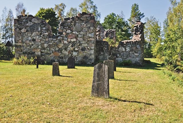 Kyrkan är numera en ruin och det finns bara en handfull gravmarkeringar.