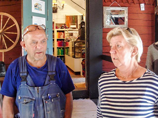 Lena och Stefan har tillsammans förverkligat idén om garnbutiken i Hunnevad.