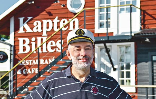 Josef Puschl, alias Kapten Bille, trivs gott på land men har ändå en längtan till sjöss.
