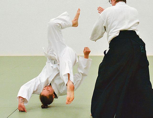 Det kan se våldsamt ut men skaderiskerna är mycket små i aikido.