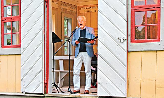Bengt-Ola Morgny bjöd på skönsång från Lusthuset i Fyllingarum.