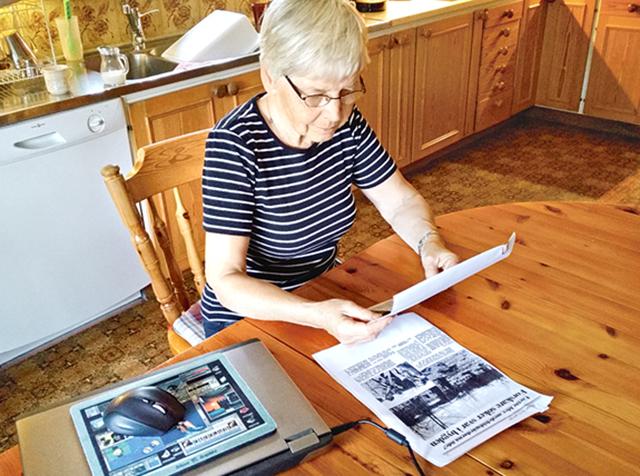 Marianne Skillermark har sparat och studerat de tidningsartiklar som publicerades i början av 1990-talet om utgrävningen vid Hemvidakulla.