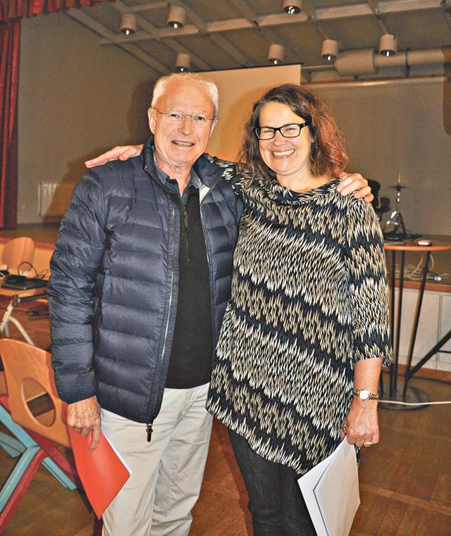 Thomas Winberg, ordförande i Åtvidabergs tennisklubb, och Anna-Lena Grusell, turismoch kulturchef. Winberg är nyfiken på möjligheten att bredda verksamheten.