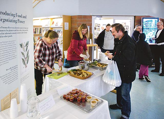 I samband med att matutställningen Fire and Freedom öppnade i Kisa serverades mat från olika länder.