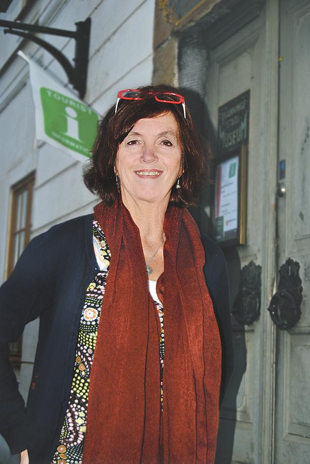 Anja Praesto står här framför rådhuset i Skänninge. Hon är en av de som arbetar för att Magnus Ladulås grav ska bli funnen.