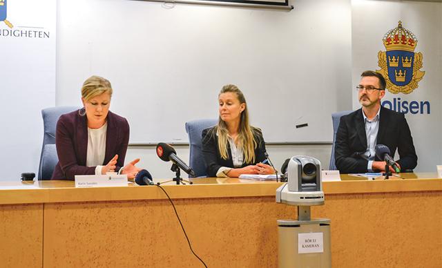 Karin Sanden, Katarina Folestad och Jan Hofvenstam höll presskonferens med anledning av det stora tillslaget mot människosmugglare.