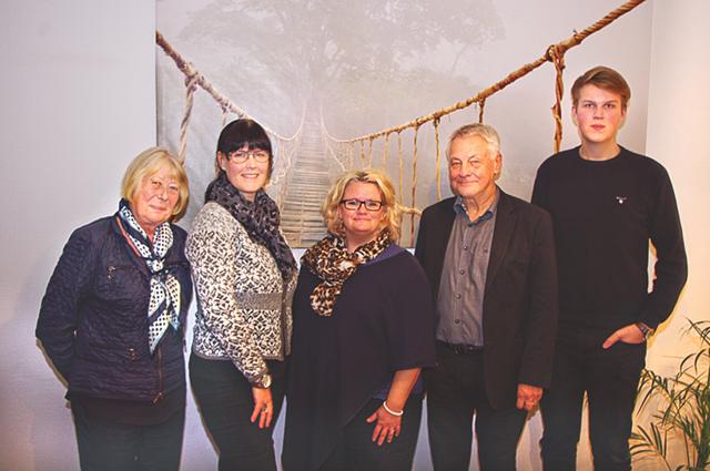 På besök hos Inspirera Omsorg Sverige AB i Söderköping. Fr vänster Inga-Lill Östlund (L), oppositionsråd, Anna Hjort, Lotta Forsberg, Bengt Westerberg och Felix Hjort.