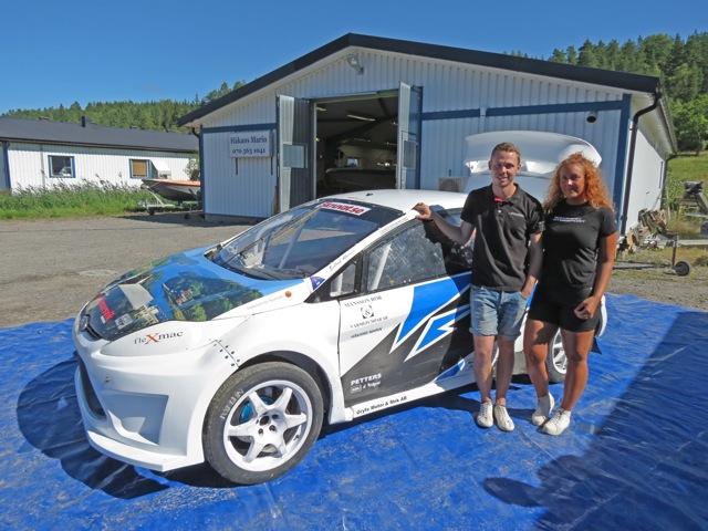 Anton Isaksson, tillsammans med Lisa Lenper, visade upp sin bil som han kör rallycross med. Efter förra året som SM-vinnare i juniorklassen tar han nu steget till värstingklassen.