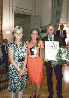Landshövding Elisabeth Nilsson delade ut priset Årets företagare Östergötland till Håkan och Kristina Arvidsson som driver företaget Trikåby i Åby, Norrköping.