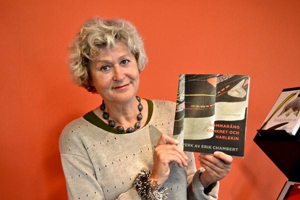 Bonnie Festin har skrivit boken om en skapande och mångsidig möbelarkitekt, Erik Chamberts, som kom att bli en av Sveriges främsta.