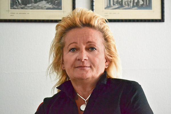 – Människor vill ha information gällande nytillkomna men eftersom kommunen inte får ta del av Migrationsverkets upphandlingar kan ingen skuld i frågan läggas på kommunen, säger Suada Talic, integrationssamordnare i Finspång.