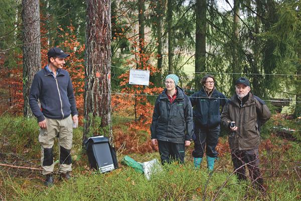 Presidiet för Skogsträffens genomförande. Från vänster fastighetsägaren Olof Ekholm, Ylva Thorn-Andersen, Skötsel och miljöledare på Region Öst inom Södra skog, Josefin Lundberg nytillträdd inspektor på Åtvidabergs VO som skogsvårdsledare.